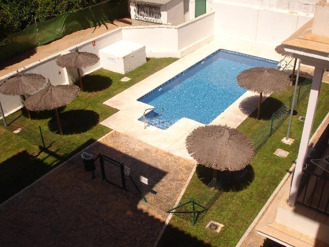 Apartamento en rota cadiz alquiler verano piscina aerea for Alquiler piso rota verano