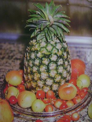 Centro de mesa navideña hecho con frutas