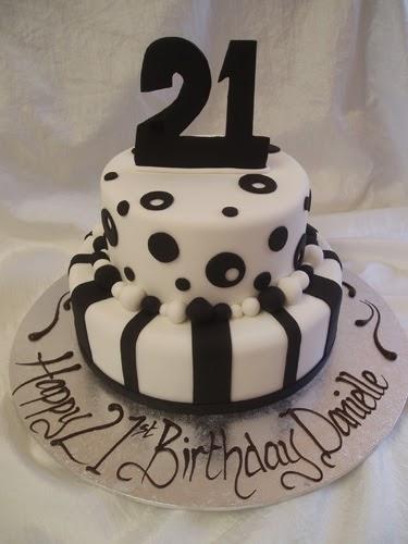 Cake Divine by Lina: Black & White
