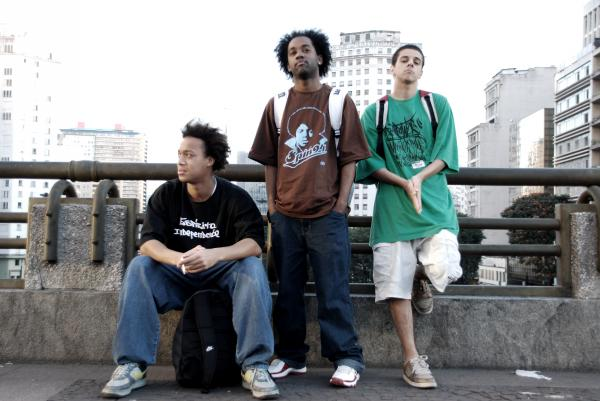 http://2.bp.blogspot.com/_iMzKlv01R4c/TVAfM1nocjI/AAAAAAAAAqo/59M_REFvN40/s1600/terceira-safra2.jpg