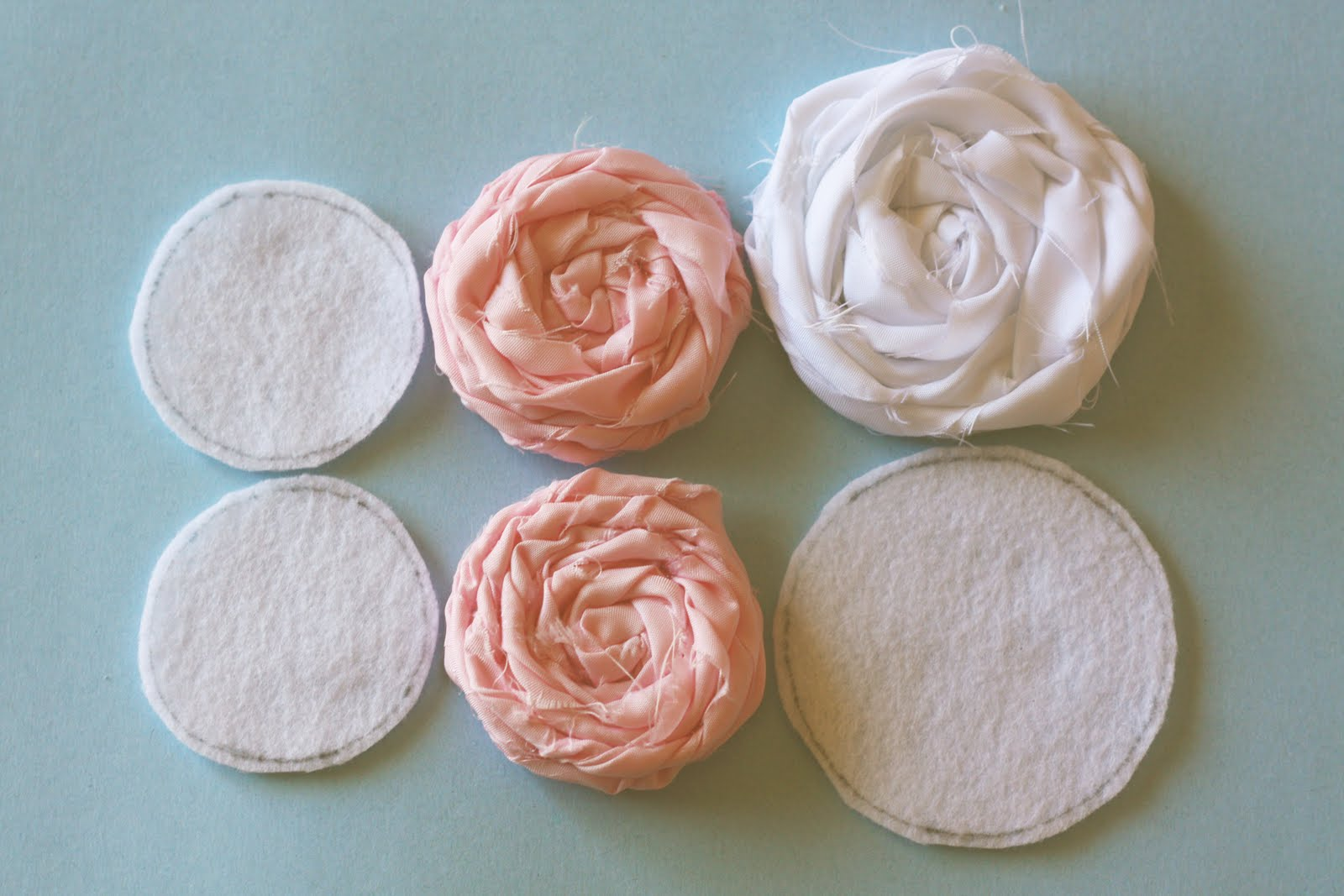 How to make flowers from fabric