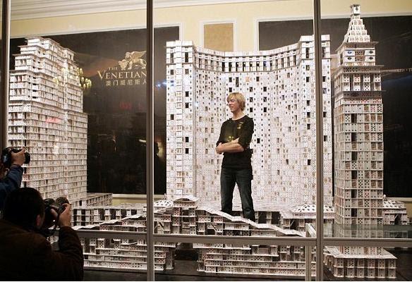 La Construccion de Cartas mas Grande del Mundo, el Mayor