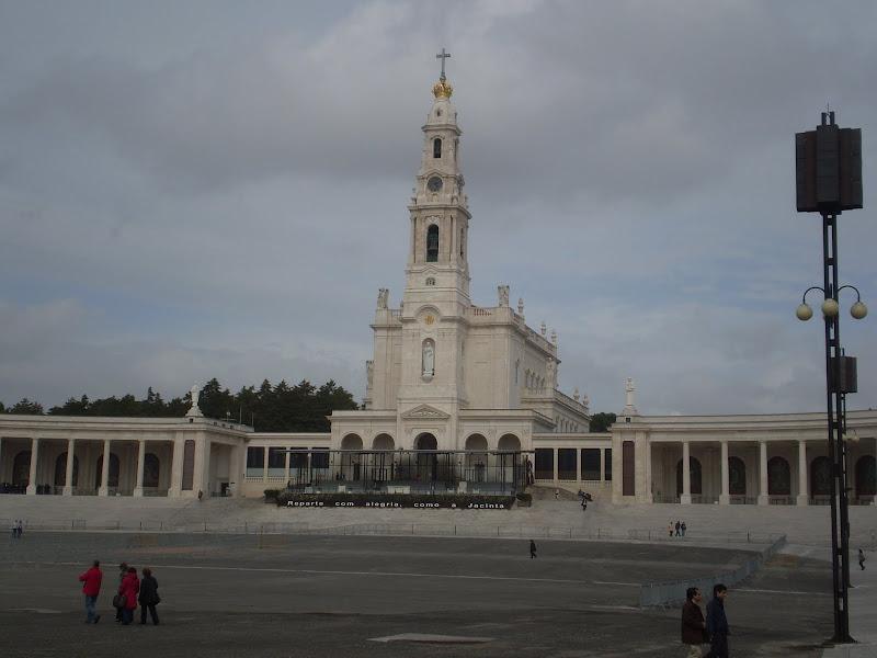 Basilica de Fatima. Portugal title=