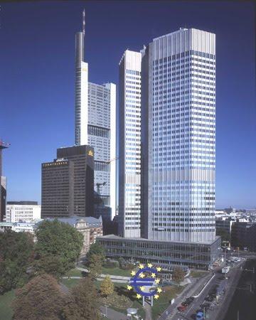 Európai Központi Bank, Frankfurt (volt Commerzbank sötét épületeivel; kattints a 3D-ért)