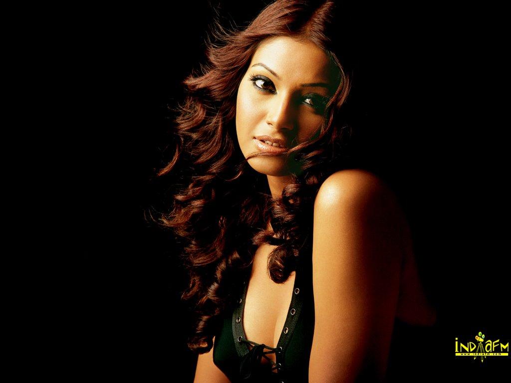 http://2.bp.blogspot.com/_iSZ-omYcZxM/TAseT2OVSFI/AAAAAAAAAjI/cK3JWScSNCk/s1600/Bipasha+sexy+fire+hot+(7).jpg