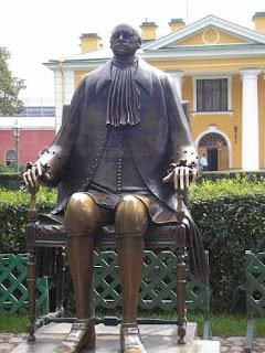 Скульптура Петра I, работы М. Шемякина на территории Петропавловской крепости