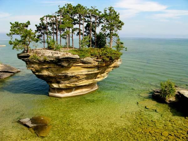 http://2.bp.blogspot.com/_iTGXYFIkfkA/S8aj0WzcJ4I/AAAAAAAAYmY/2J1Cl3LWJpM/s640/Turnip-Rock-Lake-Huron-002.jpg