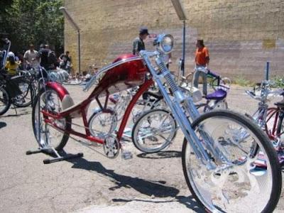 http://2.bp.blogspot.com/_iTGXYFIkfkA/SRgzJtQxRsI/AAAAAAAAOzw/crOpmPAiNCk/s400/Funny-Bizarre-Bicycles-018.jpg