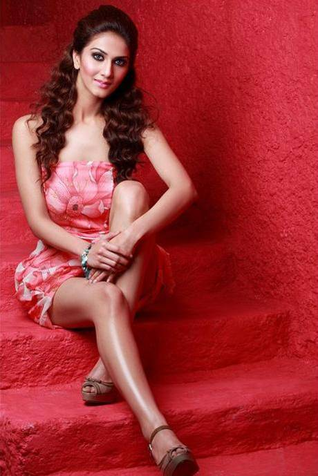Cute Gorgeous Model Vaani Kapoor Photoshoot , Vaani Kapoor Pictures Gallery