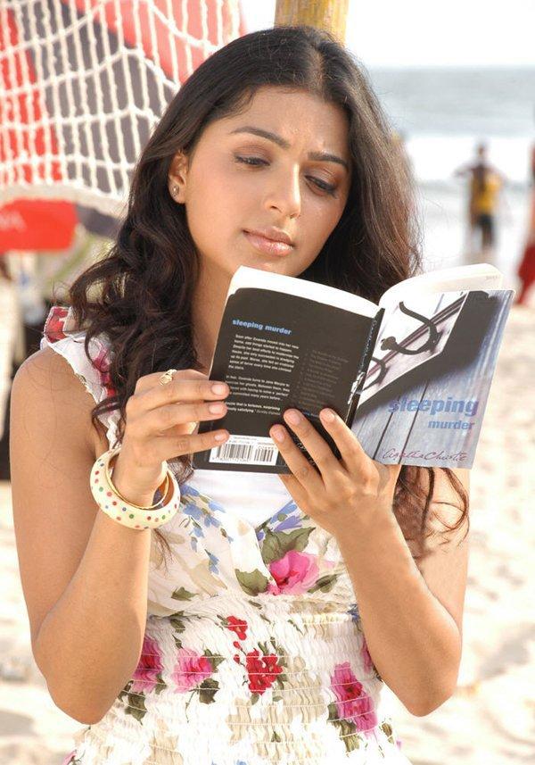 Sexy Photos of Actress Bhumika Chawla 2010-08-29T01:42:00-07:00 Rating: 4.5  Diposkan Oleh: admin