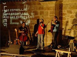 Monste Villar presentando el acto