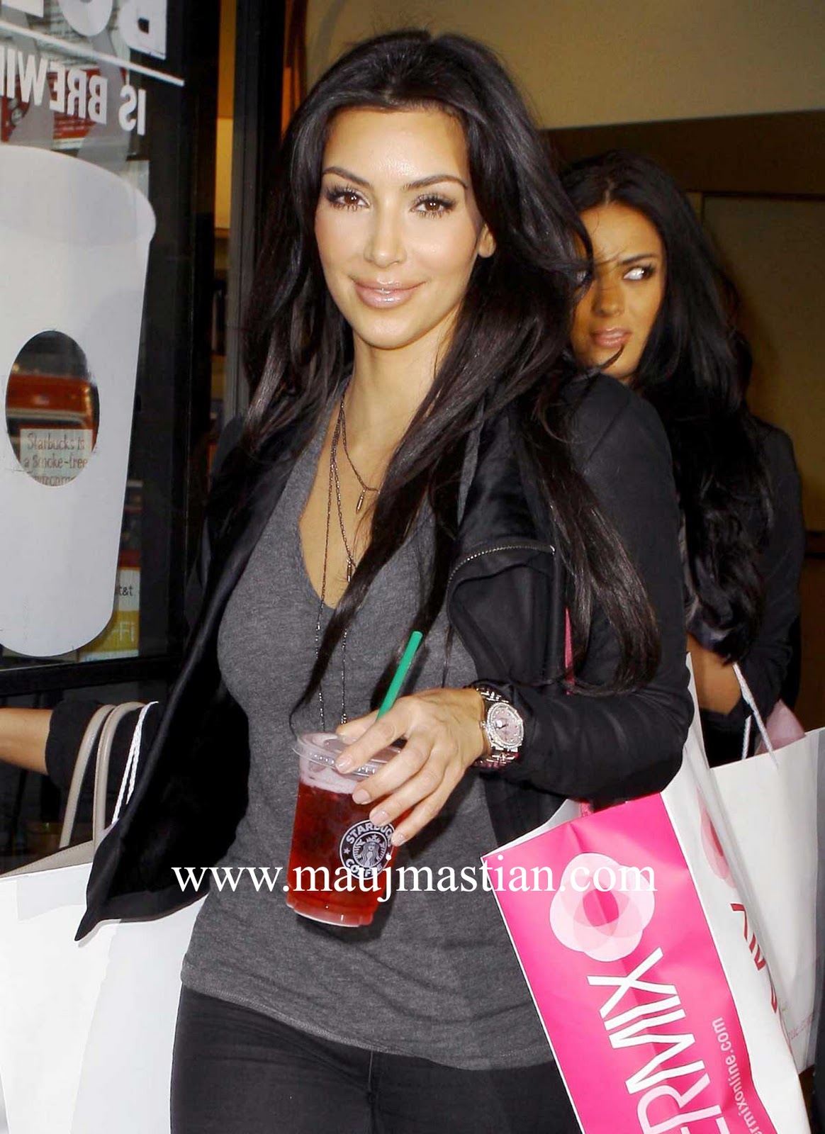 http://2.bp.blogspot.com/_iVee2DUZW3M/TR2eHv7fBHI/AAAAAAAACzY/PCJeoBTsEiE/s1600/1278016671_kim_kardashian_secret_cleave.jpg