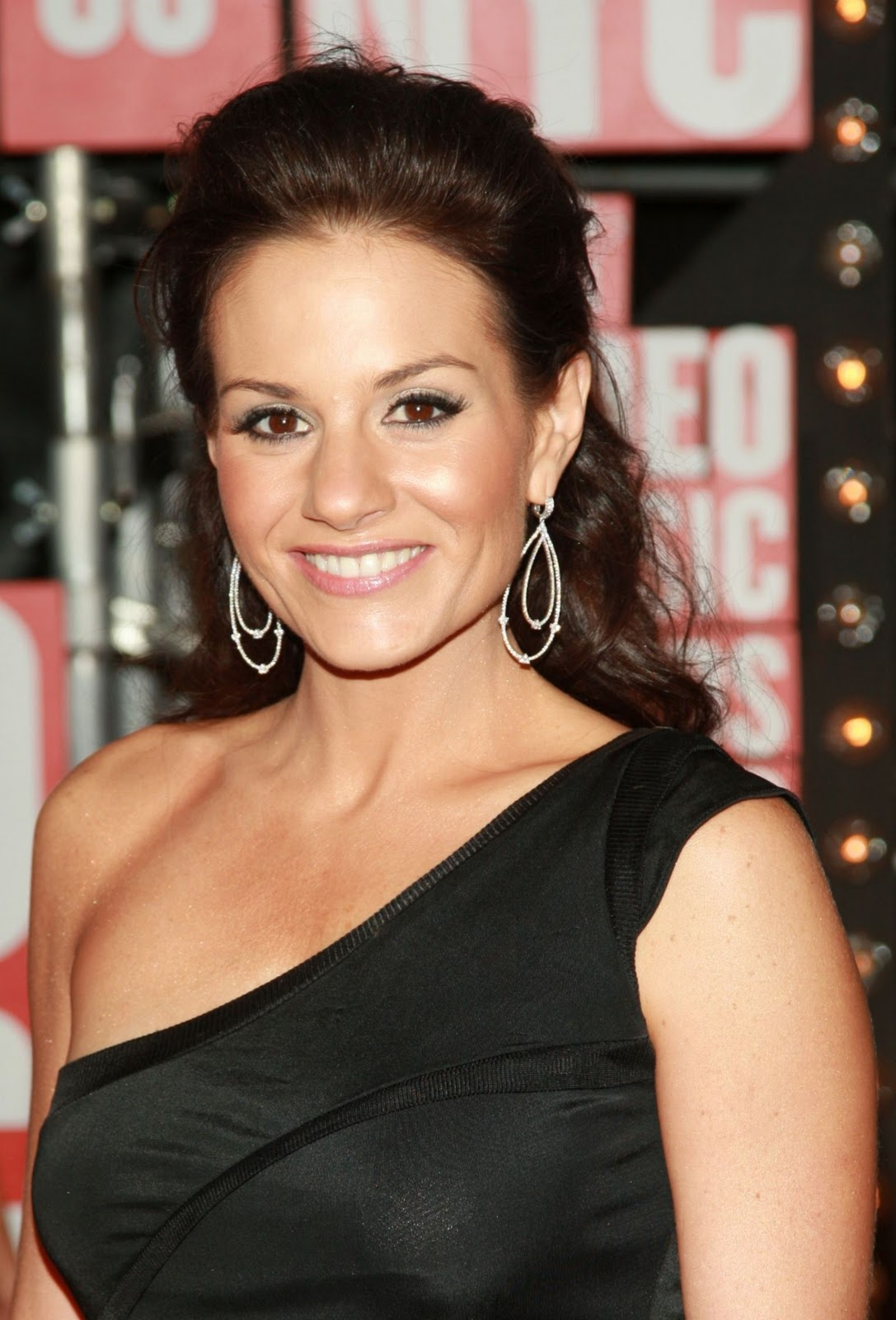 Kara DioGuardi MTV Video Music Awards Awas Matane