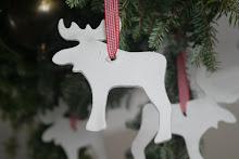 xmas moose gemaakt van dash klei,strikje erdoor ,klaar!