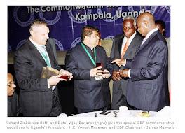 داتو فيجاي  اسوران في لقاء مع الرئيس الاوغندي