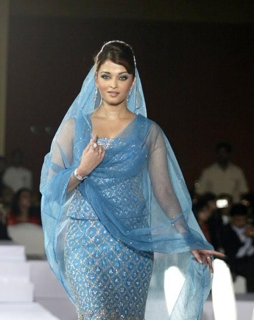 Aishwarya Rai Ramp Fashion Week