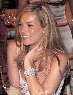 Kate Moss to quit smoking for pregnancy