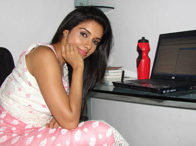 hot-sexy-asin-aasin-indian-desi-ghajini-fame-bollywood-celebrity-star-actress-news-interview