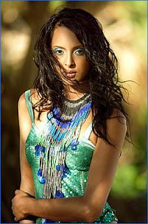 Hrithik Roshan to make love to Monikangana Dutta