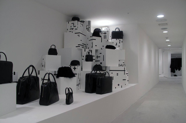 Comme des Garcons Play, Men at multiformo.tk, offering the modern energy, style and personalized service of Saks Fifth Avenue stores, in an enhanced, easy-to-navigate shopping experience.