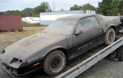 just a car guy iroc z28 with only 4 3 miles found in a. Black Bedroom Furniture Sets. Home Design Ideas