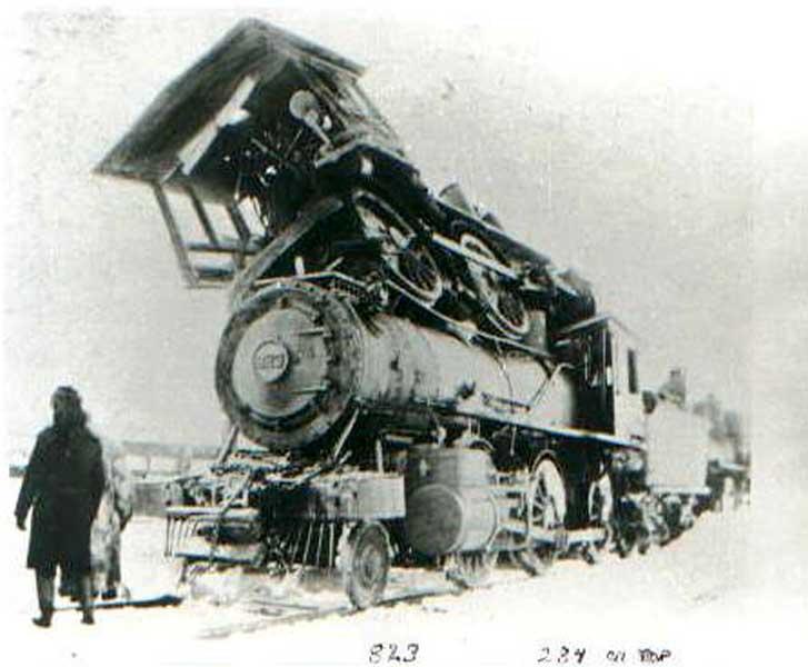 http://2.bp.blogspot.com/_i_AovfzNXgQ/TQ5aCkSzFEI/AAAAAAABZOs/hZpDIdaWMk0/s1600/old_time_train_wreck.jpg