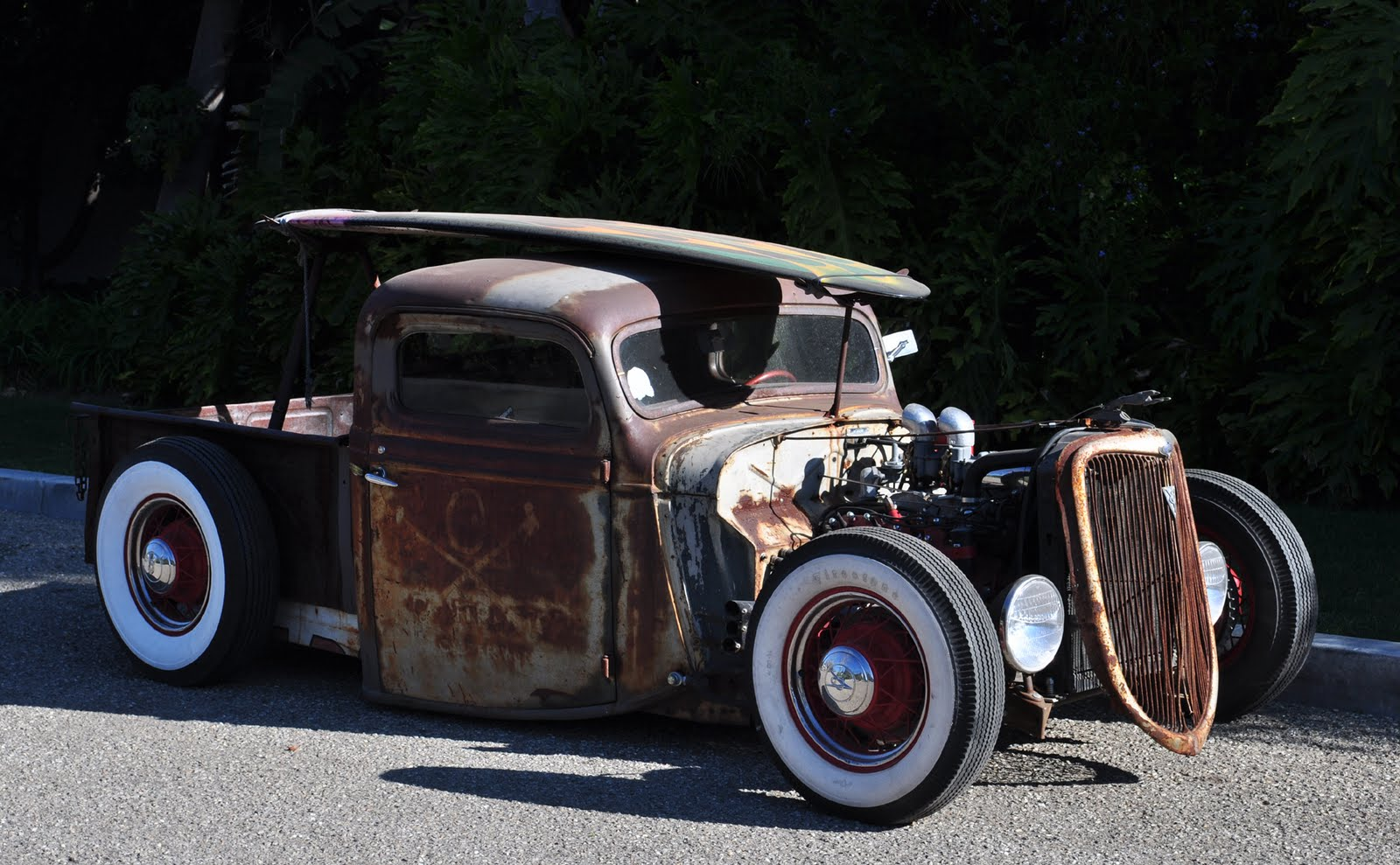 The all rides guy claims it s billy gibbons car http allride skynetblogs be archive 2008 01 30 billy f gibbons rat rod html but i m calling bs until i