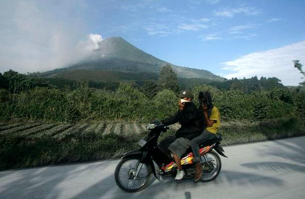 Mount Sinabung, Gunung Sinabung, Gunung Meletus, Gunung Api, Bencana Alam