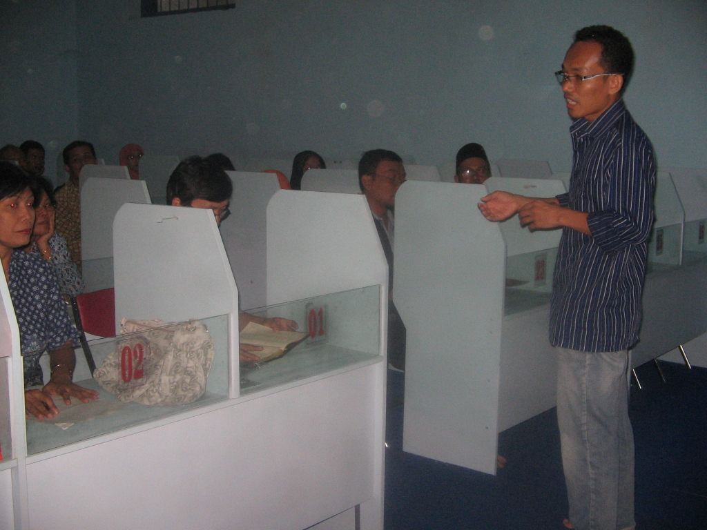 Suasana Sesi HAcking English di Lab. Bahasa SMA N 2 Solo Grand Master