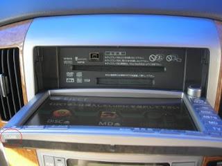 Toyota Alphard HU LCD Opened