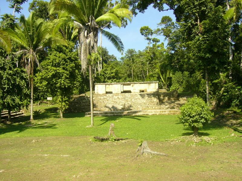 [800px-Aguateca-temple.jpg]