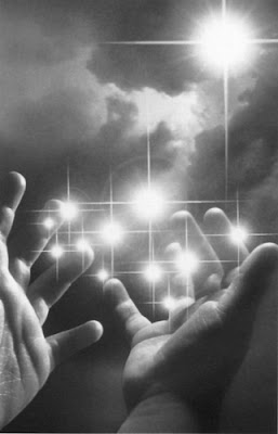 ESCAVANDO MIS PENSAMIENTOS Luz+a+manos+llenas