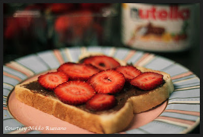 chocolate nutella spread and strawberry sandwich