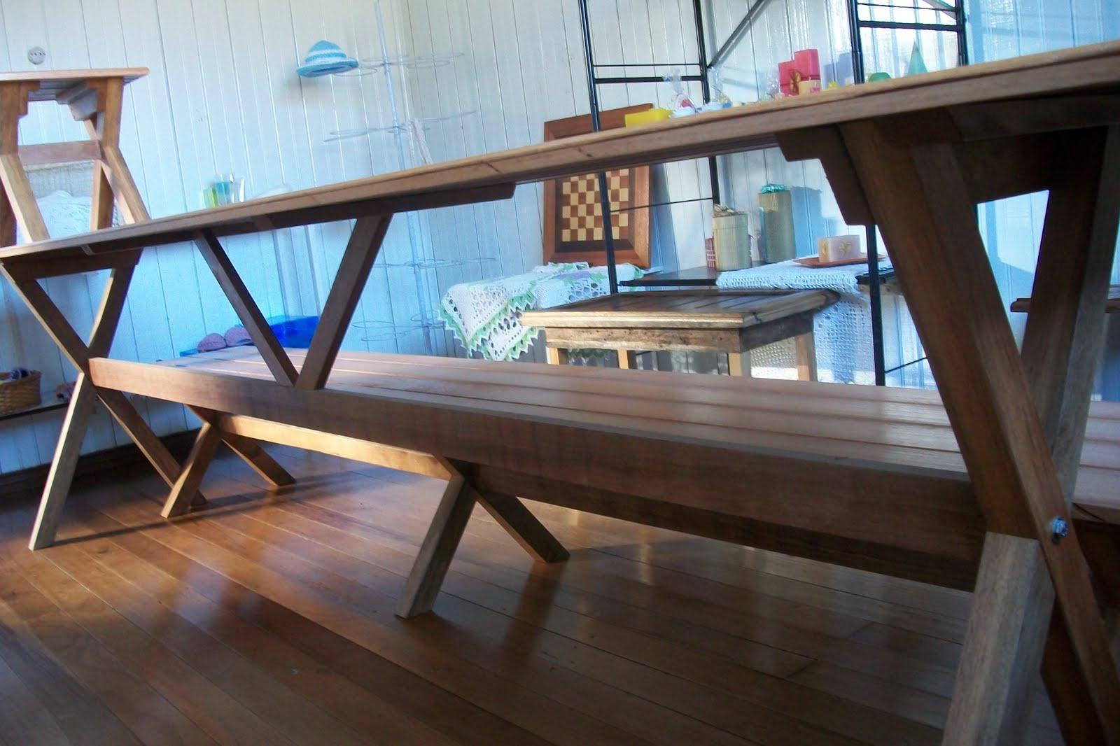 Mesa de madeira para churrasco com um banco e dois banquinhos  #2B77A0 1600x1066