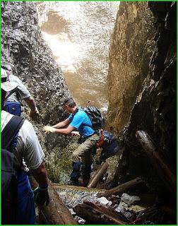 Aragyásza-barlang kijárata