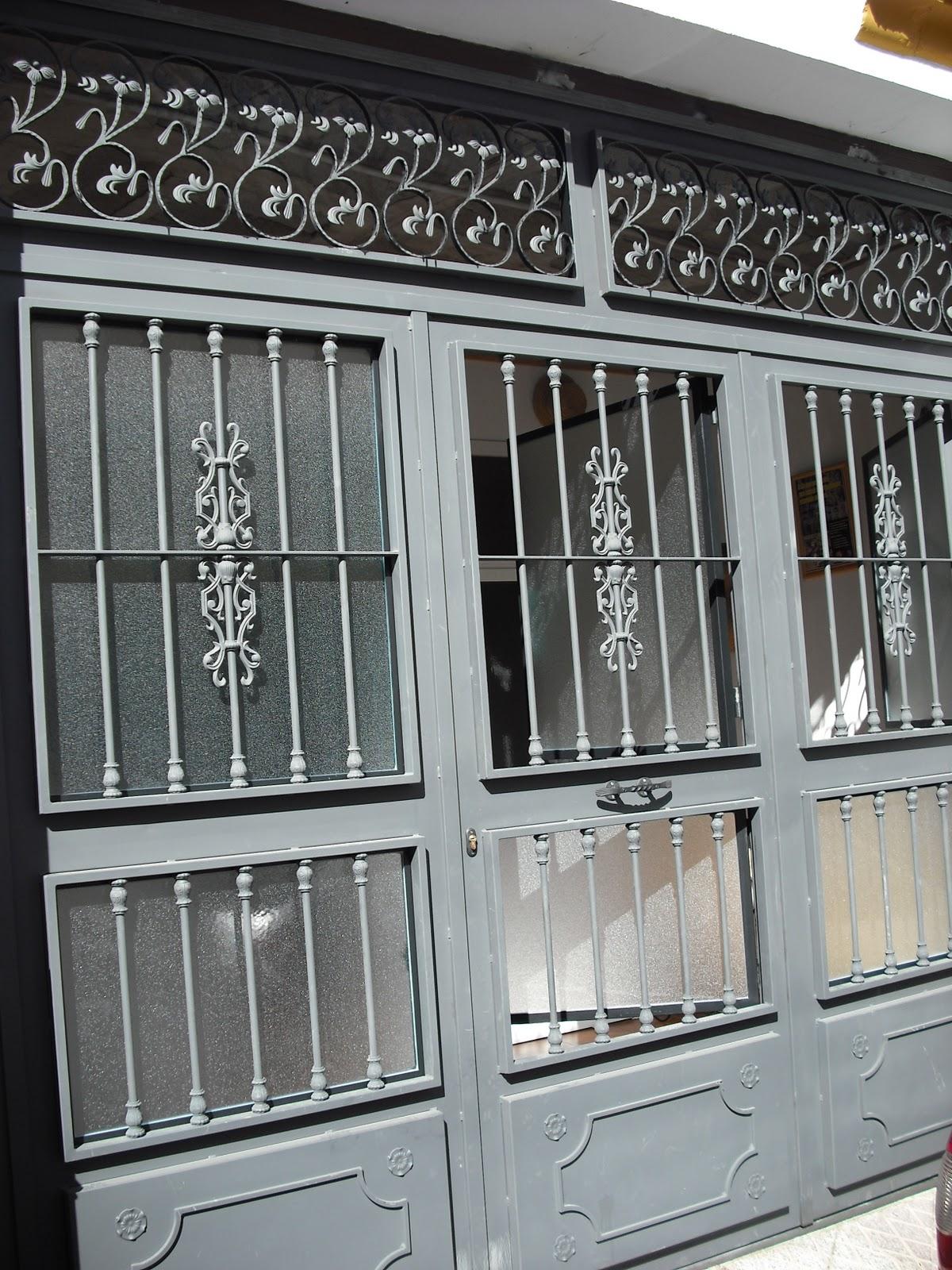 Puertas para portales, cocheras, en distintos modelos y adornos.
