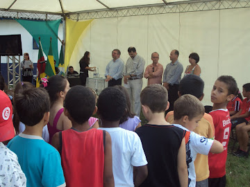 Entrega dos uniformes para os alunos da rede municipal de Canoas