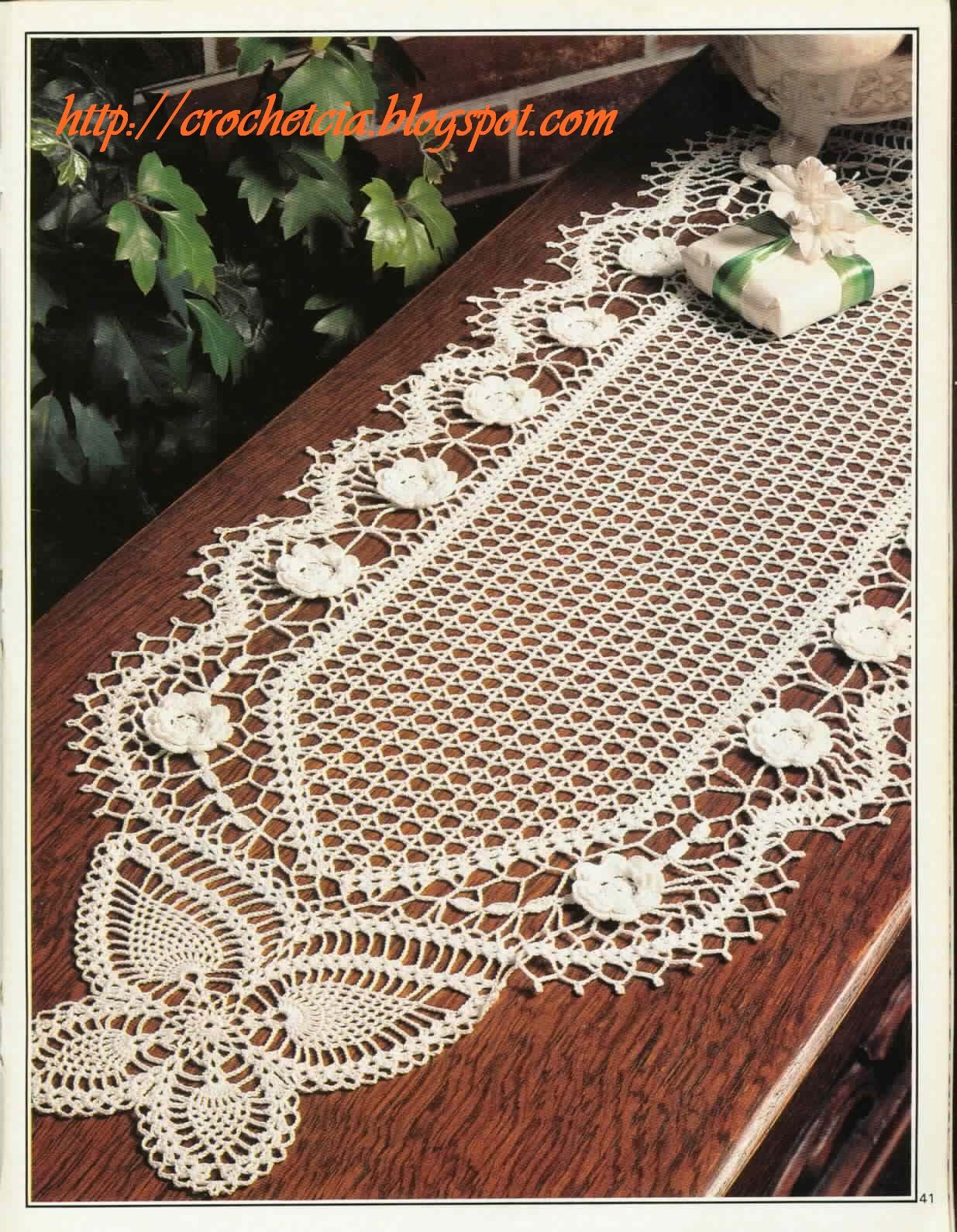 Vilma crochet e cia caminho de mesa em croch com borboletas for Centro de mesa a crochet