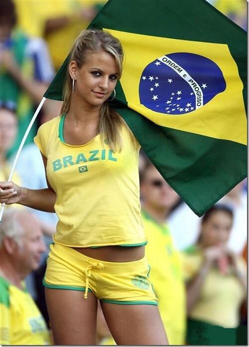 Brazil Hot Female Fans - Sexy Brazilian Soccer Girls