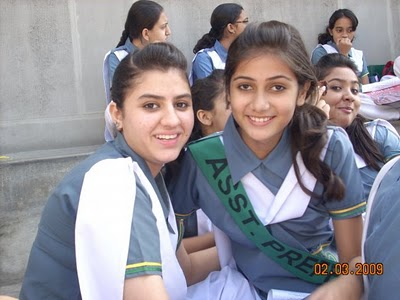 Fashion Trend 2010 Pakistan on Fashion Trend Today  Pakistan Girls Fashion  School Girls Pictures