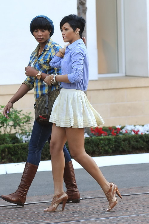 rihanna legs 2010. girlfriend rihanna legs 2010.