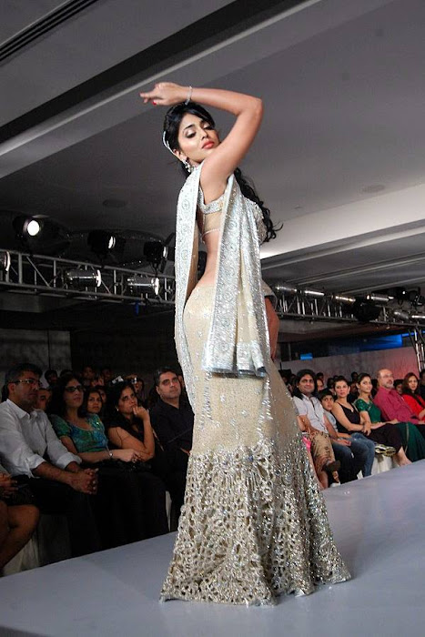 of shriya saran rwalk at cifw latest photos