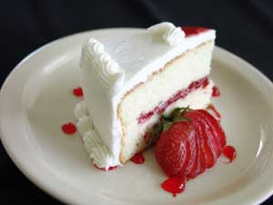 Strawberry-Supreme-Slice Cake Plate Garnishes