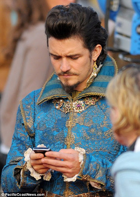 Actor Orlando Bloom Spotted Sporting a BlackBerry on Set of Three Musketeers