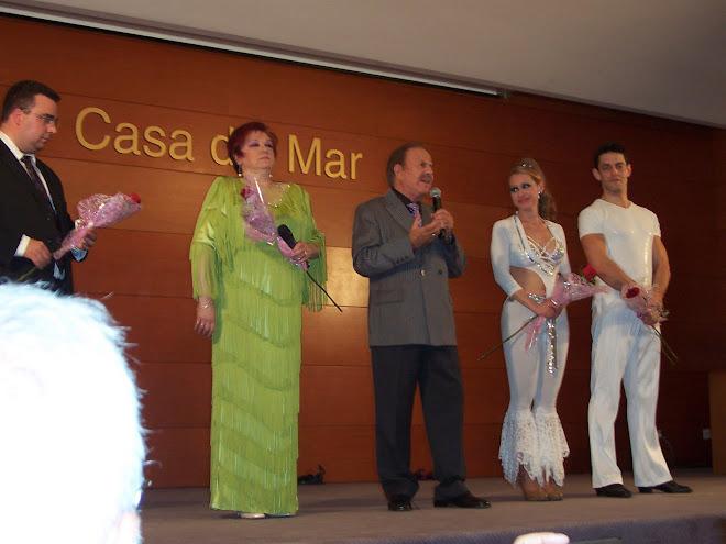 Ricardo Ardevol junto al elenco de Mi recuerdo a Raquel Meller. Barcelona 2008