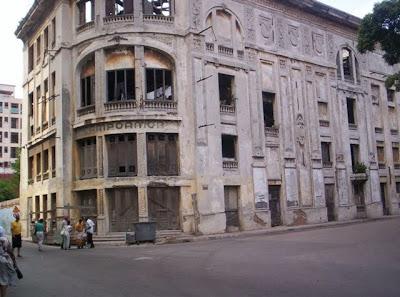 http://2.bp.blogspot.com/_ixcwfkRUQuY/Sqaz3Vw4SsI/AAAAAAAAEGU/xRsAke81r9I/s400/Teatro+Campoamor+6+en+Industria+y+San+Jos%C3%A9,+La+Habana+Foto+3+L%C3%A1zaro+Sarmiento.JPG