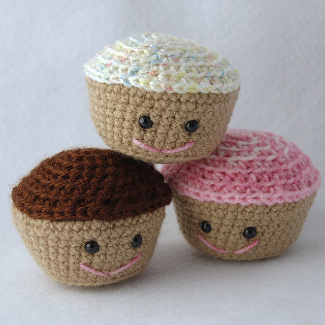 2000 Free Amigurumi Patterns: Cupcakes