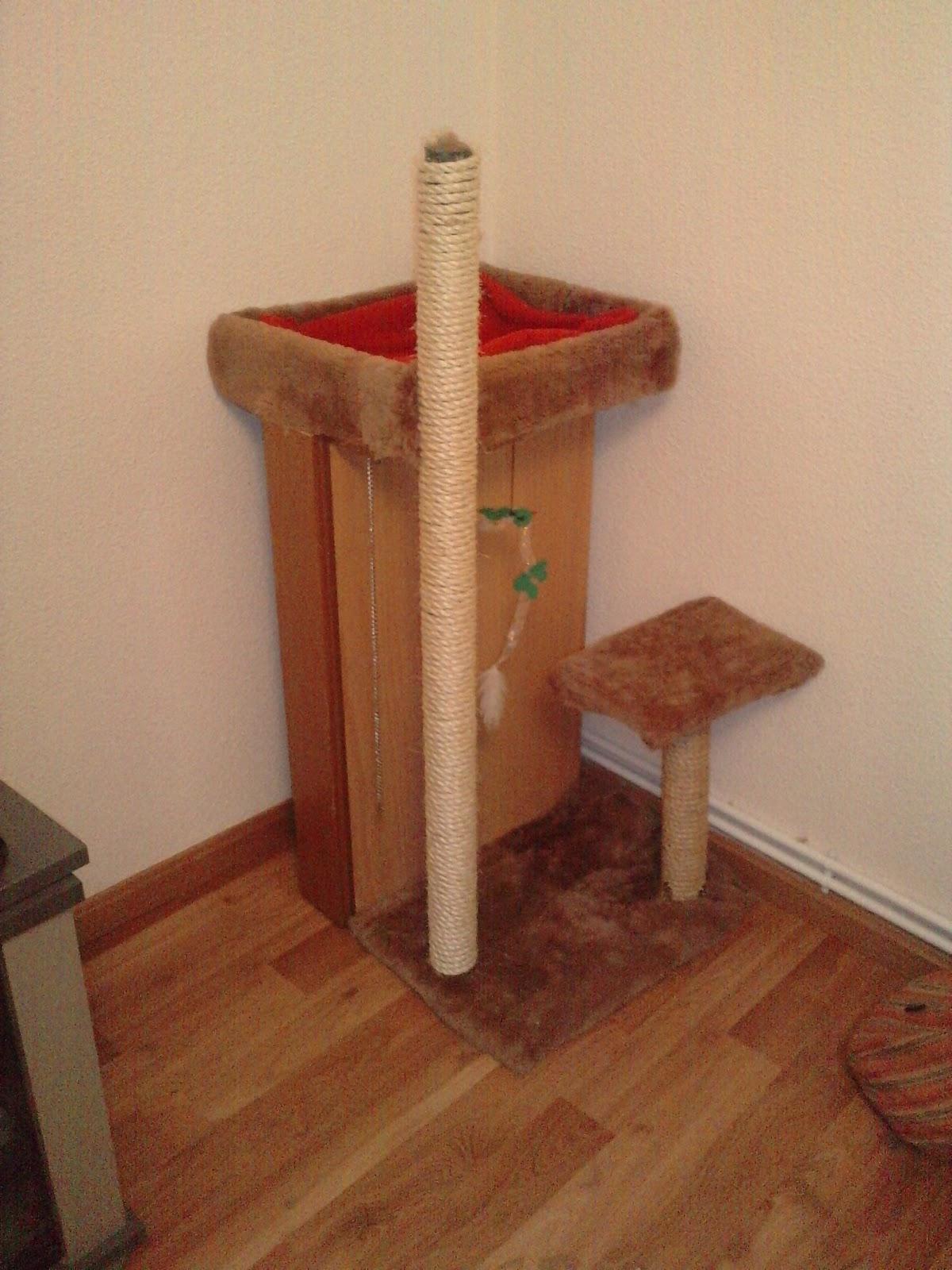 Gatos en casa ingenioso rbol rascador hecho con material - Arbol gato ikea ...