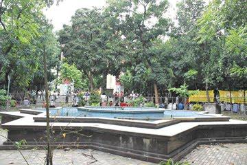http://2.bp.blogspot.com/_j3QBW58gcoc/TB55vN3FnKI/AAAAAAAAFM8/OUe_YPMAGrQ/s1600/Bahadur_Shah_Park_Dhaka.jpg