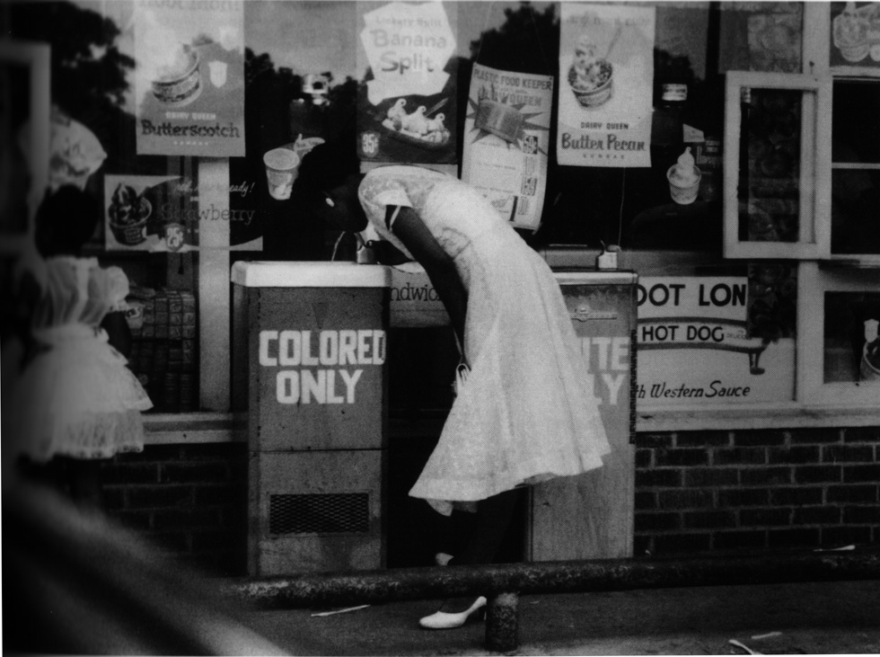 the segregation of blacks and whites American racial history timeline, 1900-1960 kentucky passes the day law which requires racial segregation of all public and private 1930 - an important american essay on southern white/black race-relations entitled the briar patch was published by southern author.